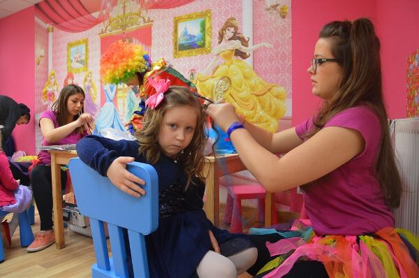 wynajem dziecięcego fryzjera